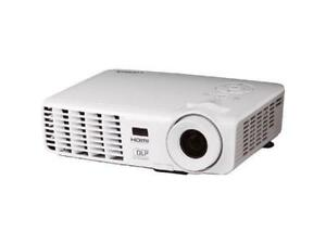 Vivitek D530 DLP Projector AS IS lamp light is red