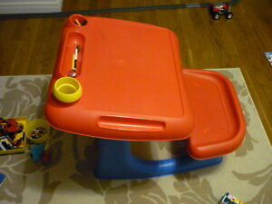 Table+chaise pour jeune enfant/Table+stool for toddler