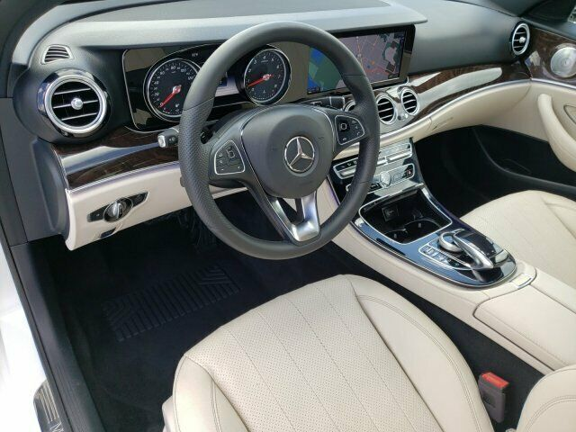 Image 3 Voiture Européenne d'occasion Mercedes-Benz E-Class 2017