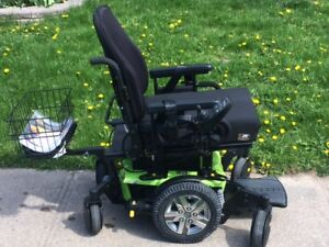 2017 QUANTUM Q6 EDGE ELECTRIC WHEEL CHAIR MINT CONDITION
