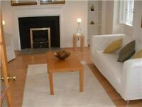 Double bedroom on spacious Royal Mile 2-bed flat, looking for mature student to come in May