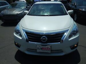 2013 NISSAN ALTIMA 2.5- SUNROOF, REAR VIEW CAMERA, HEATED FRONT