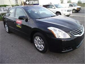 2010 Nissan Altima 2.5 S**LOW KILOMETERS**ACCIDENT FREE**