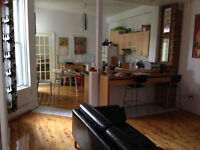 2 bedroom furnished apartment Atwater Lionel Groulx