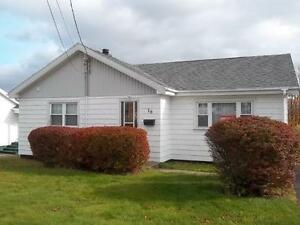 3 Bedroom L-Shaped Bungalow in a Great Neighbourhood!!