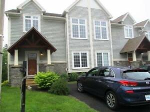 18-041 End-unit townhome, great location, quality finishes