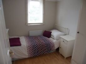 NICE SINGLE ROOM IN ILFORD ( ZONE 4) JUST 15 MIN FROM STRATFORD!!!