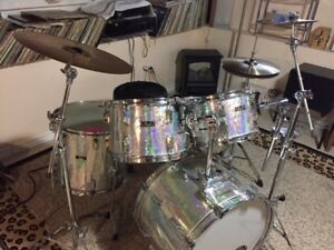 Beautiful Pearl  drum set. Like new! Complete!