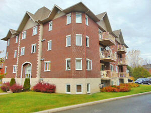 2 bedroom condo for rent,Pierrefonds a louer, West island !