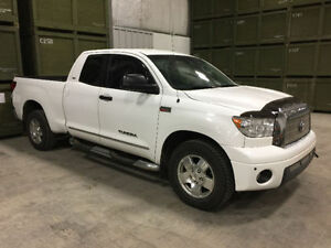 Immaculate and cared for 2008 Toyota Tundra SR5 Pickup Truck!