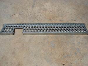 GALVANIZED-TRACTOR-TRAILER-TRUCK-SIDE-STEPS-5-LONG-8-DEEP-2-LIP-NNB