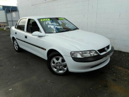 1998 Holden Vectra JR CD White 4 Speed Automatic Sedan