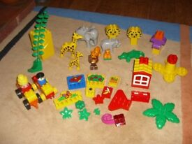 Duplo: about 250 pieces, with jungle animals