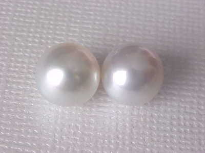 02 PCS OF 9MM GENUINE SILVER WHITE SOUTH SEA PEARL LOOSE UNDRILED