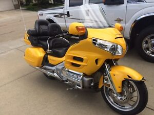Very Nice 2001 Gold Wing - Low Milage