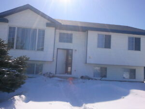 Large FAMILY Home - next to Collicut Centre