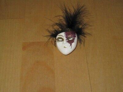 Brosche Gesicht mit venezianischer Maske und schwarzer Feder