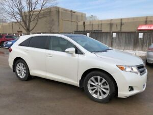 2013 Toyota Venza LE Premium with 42000 kms. One owner!