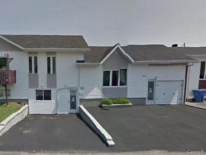 jumelé 3 chambres et  garage   Laterriere  bien rénové