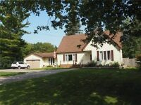 Spacious 3 Bedroom + 1 in Central Keswick mins from HWY 404