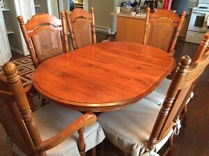 Maple dinette set with 6 chairs and 2 leafs for sale
