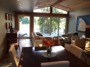 VICTORIA  3BEDROOM PRIVATE LAKEFRONT HOUSE