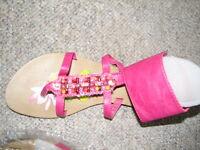 Sandales couleur rose avec des pierres semi précieuses dessus