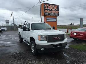 2011 GMC Sierra 2500HD***LEATHER**6.0L V8****ONLY 156 KMS***