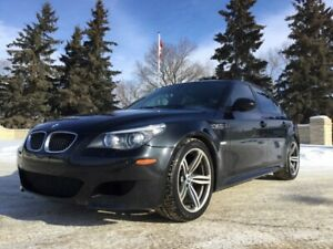 2010 BMW M5, SMG, LOADED, LEATHER, ROOF, CLEAN CARFAX!