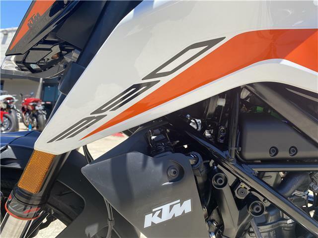 Thumbnail Image of 2021 KTM 390 DUKE