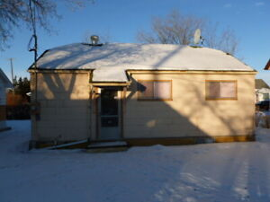 REDUCED---SMALL 3 BEDROOM HOUSE - 383 PARKWAY BLVD