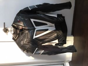 Motorcycle leather jacket and pants for super sport. Mint!