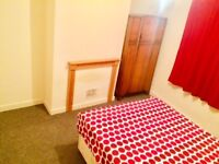 Nice doublr room for single or couple in Woolwich.Only 2 weeks deposit. 30 min to central London