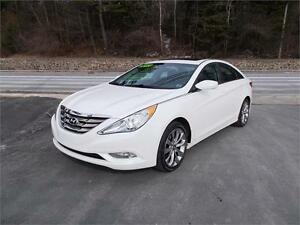 2013 HYUNDAI SONATA LIMITED!! LEATHER INTERIOR, SUNROOF & MORE!!