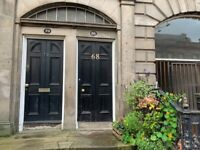 2 or 3 bed flat at bottom of Leith Walk. **£875 PER MONTH**