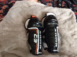 "Hockey shin guards - Youth 8.5"" & 9"""
