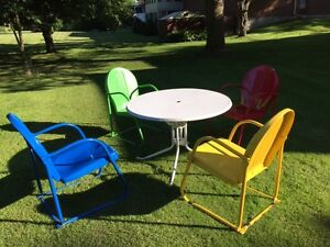 ORIGINAL 1950'S MOTEL CHAIRS & TABLE