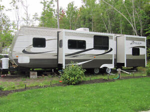 CrossRoads Zinger 31ft with Bunkhouse and Double Slides