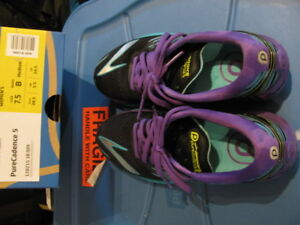 Brooks Women's running Shoes, like new, size 7.5, cheap price