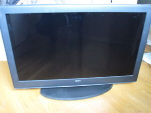 """40"""" LCD TV with wall mount"""