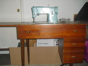 Machine a coudre, sewing machine