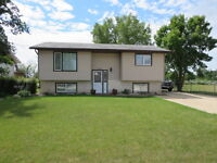 """South Transcona Gem"" 950 sqft 2 BR Huge 61' X 125' Lot Garage"