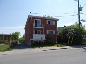 LOVELY 2 BEDROOM NEAR DOWNTOWN WITH BALCONY - 77-3 Cowdy St