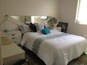 Bright 1 Bedroom in upper level of home in Erin Mills -Dec 1