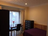 A lovely large double room to let in this lovely house in Greenford with discount price