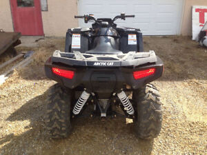 2015 arctic cat 700 limited with only 275kms and 16hrs trades?