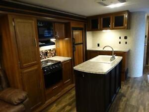 Couples 3-slide Travel Trailer with Rear Living Room Kitchener / Waterloo Kitchener Area image 11