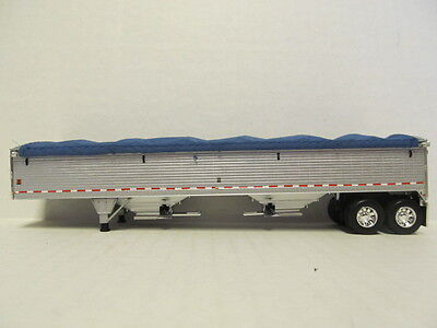 DCP 1/64 SCALE WILSON GRAIN TRAILER (HOPPER BOTTOM) SILVER SIDES WITH BLUE TARP 4