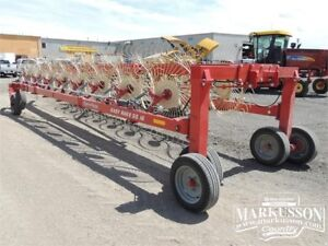 Farm King RS16 Hay Rake - 32' Working Width, 16 wheels, Bi-Fold