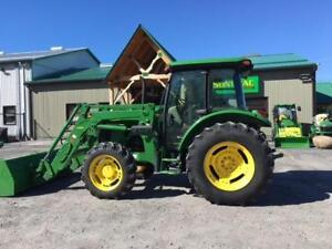 2012 JOHN DEERE 5083E UTILITY TRACTOR WITH LOADER – MINT
